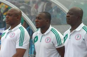Keshi and Amokachi watch from the sidelines (Image from Futaa.com)