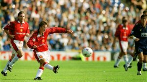 Beckham scores against Wimbledon (Image from Tony O'Brien/Action Images)