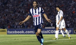 Goalscorer Aldo de Nigris celebrates (Image from AP Photo/Alfredo Lopez-JAM MEDIA)