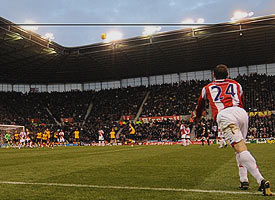 Delap gets ready to launch the ball into the box  (Image from EPLTALK.COM)