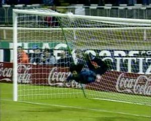 Higuita performs the Scorpion kick for the first time at Wembley  (Image from Getty)