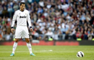 Ronaldo gets ready to hit his free kick vs Celta  (Image from Getty)