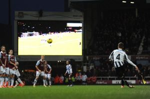 Cabaye scores a wonderful free kick in Newcastle's 3-1 win over West Ham  (Image from Getty)