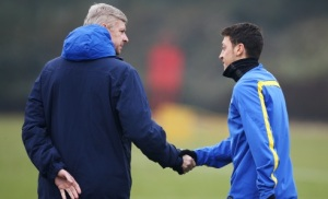Wenger prefers to distance himself from the players which doesn't help  (Image from Getty)