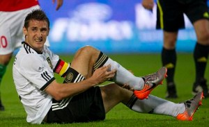Miroslav Klose is struggling with fitness  (Image from AP Photo/Gero Breloer)