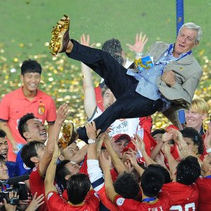Lippi celebrates with his Guangzhou Evergrande players after another title win  (Image from Getty)
