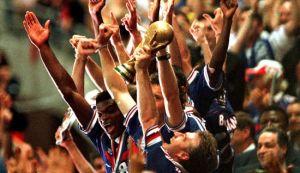 France lift the 1998 World Cup (Image from imago/Oliver Behrendt Frankreichs Kapitän Didier Deschamps hält jubelnd den World Cup in die Höhe; Finale, Endspiel, Sieger, Siegerfoto,)