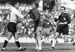 MacKay and Bremner in the now legendary photo  (Image from Mirrorpix)