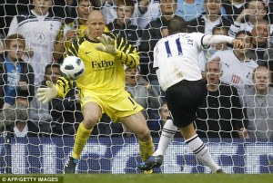 Friedel makes an important stop for Villa against Spurs  (Image from AFP)