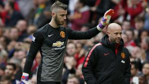 De Gea waves to the United fans after picking up an injury against Arsenal  (Image from Getty)