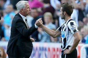 Cabaye and Pardew during the pair's time at Newcastle  (Image from Getty)