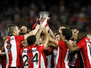 Athletic Bilbao lift the Super Cup for the first time in 31 years (Image from Getty)