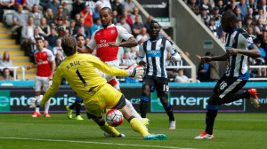 Walcott suffered in the lone striker role (Image from Reuters / Andrew Yates Livepic)