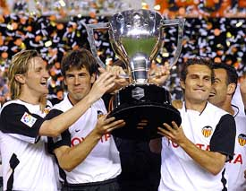 Valencia used the 4-2-3-1 to their benefit in the 2003-2004 season (Image from Getty)