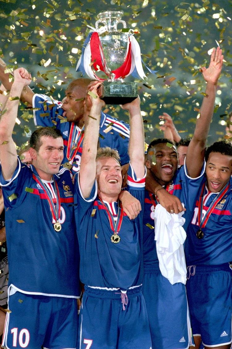 Soccer - Euro 2000 - Final - France v Italy