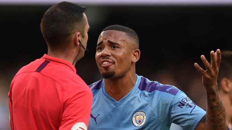 Gabriel Jesus pleads with the referee after his late goal is disallowed (Image from Tumblr)